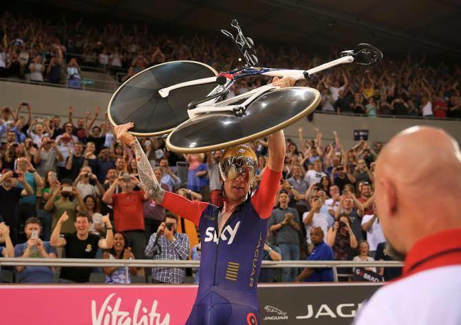 Grazie Wiggo! 54.526 ...a Bolide blows away the meteors : from Pinarello.com